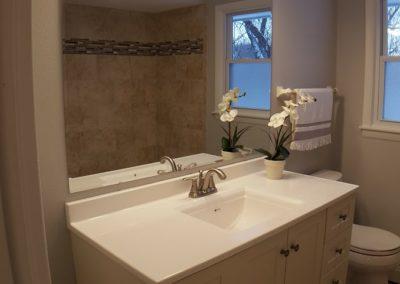 Glenoaks Dr Bathroom